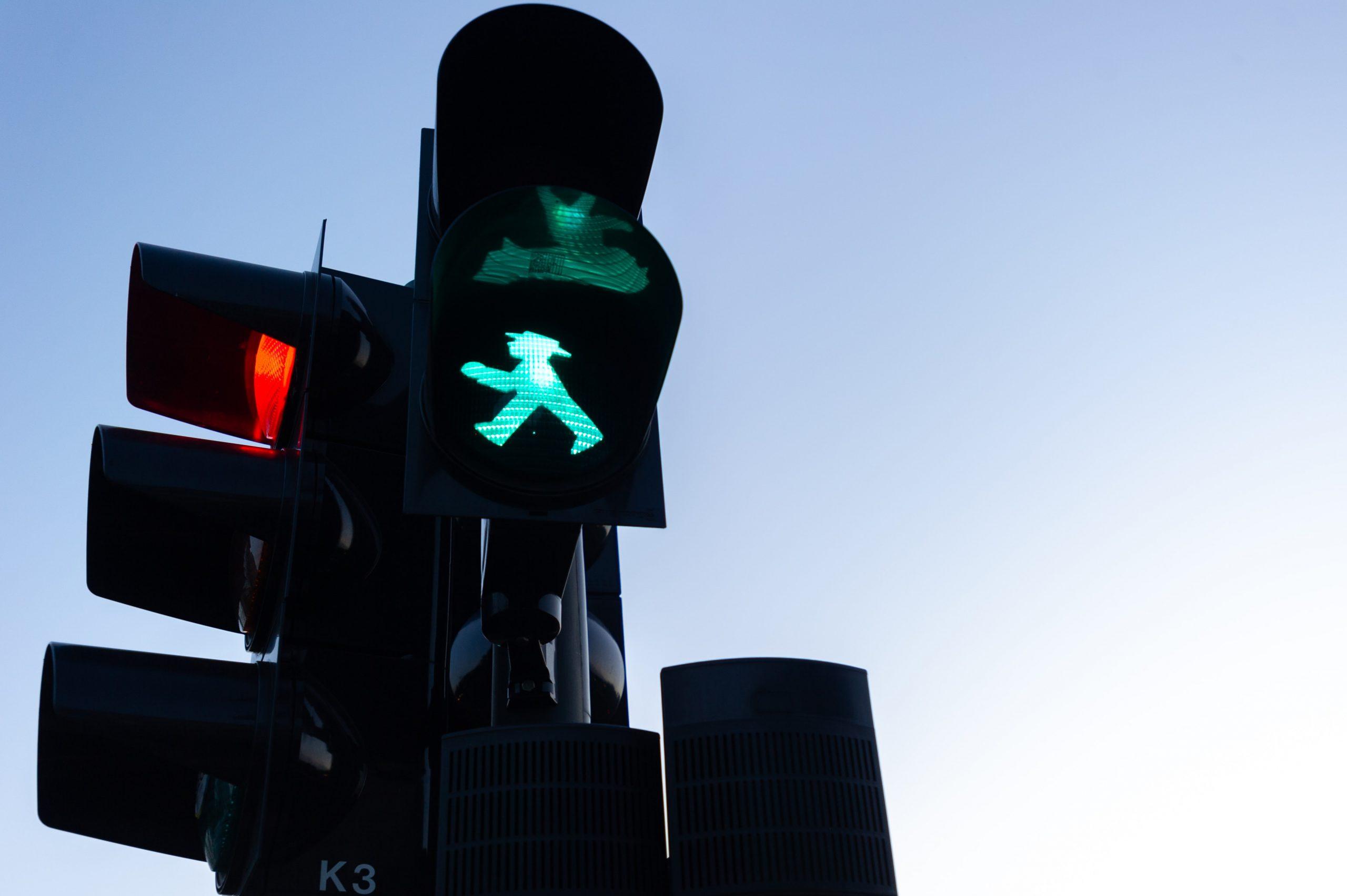 Netzwerktreffen zu Verkehrsproblemen_Bild einer Ampel